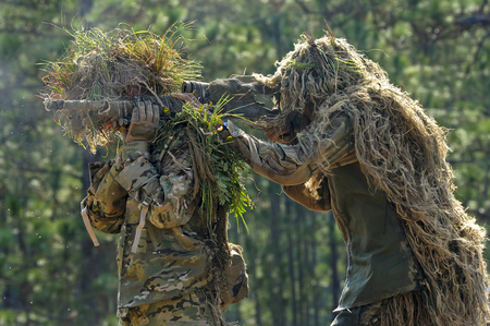 US_Army_soldiers_in_ghillie_suits,_Fort_Benning,_Georgia,_USA_-_20101014.jpg